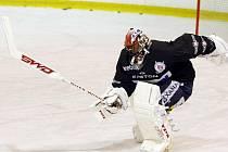 Hokejisté Pardubic se od pondělí připravují na ledě na další extraligovou sezonu. Prvních pět dní stráví v exilu v havlíčkobrodské Kotlině.