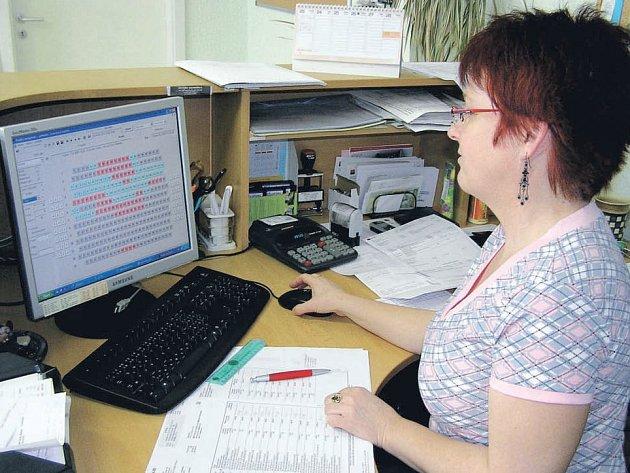 Pracovnice infocentra mají o postupu on–line obsazování kinosálu dokonalý přehled. Stačí jen kliknout.
