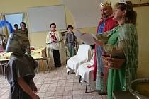 Zámecký ples ve škole v Božejově.