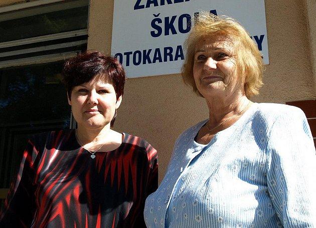 Alena Jandová (vlevo) a Ilona Fojtová vedou školní divadelní soubor v Počátkách už sedmým rokem.