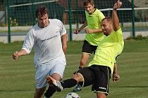 Jen devět hráčů měla v zápase 5. kola Nová Cerekev. Doplatila na to, v domácím prostředí podlehla béčku Obrataně 0:4.
