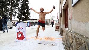 Josef Šálek uběhl v Pelhřimově bosý  rekordní půlmaraton