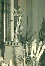 Vychýlený křížek v Číhošťském kostele.