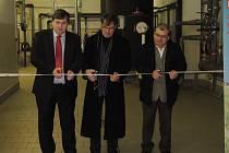 Pásku společně přestřihli zleva jednatel ČEZ Energo Ivo Poukar, starosta Humpolce Jiří Kučera a ředitel Technických služeb Humpolec Jaroslav Viktora.
