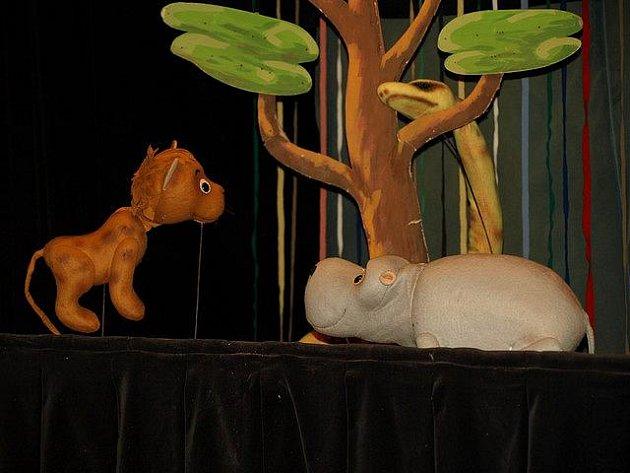 V pelhřimovském kulturním domě Máj se v sobotu hrála pohádka Tajemný hippopotamus v podání loutkoherecké skupiny Rolnička.