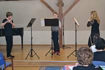 První ve své kategorii mezi soubory dřevěných dechových nástrojů bylo i flétnové trio ve složení Jaroslav Urbánek, Lukáš Krejčí a Anna Dubská (na snímku).