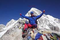 Luděk Charouzek si přivezl z himálajského putování spoustu památečních snímků. Tento pochází zpod vrcholku hory Pumori, která se tyčí do výšky 7161 metrů.
