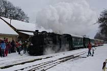 Do Černovic jezdil parní vlak v letní sezoně vždy v pondělí. Spoje nevydělávaly tolik, kolik by si provozovatel představoval. Proto jsou od letoška letní jízdy zrušeny.