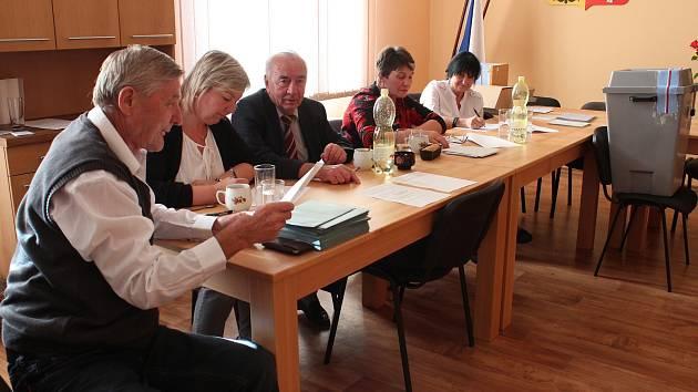 Volby ve Včelničce.