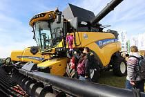 Na letišti u obce Kámen se ve středu opět po dvou letech sešli milovníci zemědělské techniky