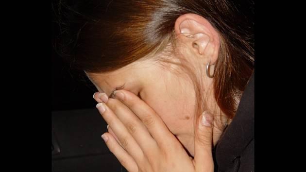 Kateřina H. z Humpolce se po smrti své dcery Nikolky psychicky zhroutila. Policie jí ale dala za pravdu, že šlo o nešťastnou náhodu.