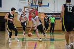 Basketbalový zápas oblastního přeboru mezi BK Sojky Pelhřimov (v bílém) a Sršni Písek. Od nové sezony budou Sojky hrát první ligu.