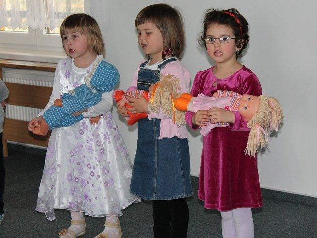 Děti potěšily seniory v pelhřimovském domově.