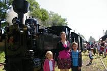 Jízda parním vlakem je vítaným zpestřením letních prázdnin.