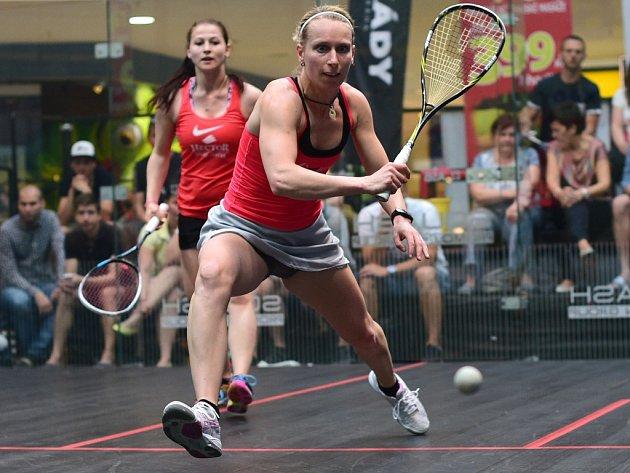 Zuzana Kubáňová (v popředí) ve finálovém duelu neztratila ani set.