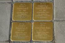 Všichni členové deportované židovské rodiny ze Senožat mají svůj Kámen zmizelých.