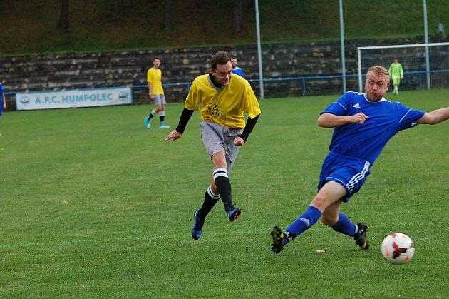 Fotbalisté béčka Humpolce rozhodli zápas proti Herálci už v prvním poločase. Tři body jim pomohli na špici tabulky I. B třídy.