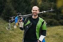 Petr Nymburský usiluje o účast na olympijských hrách. Aby si splnil tento sen, vzdal se na konci roku civilního zaměstnání.
