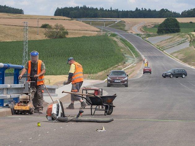 Díky modernizaci silnice I/34 mezi Pelhřimovem a Jindřichovým Hradce by se zde mělo jezdit rychleji než kilometr za minutu. Celorepublikový průměr na jedničkách je jen 57 kilometrů v hodině
