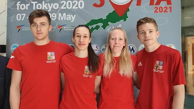 Český tým na evropské kvalifikaci v v bulharské Sofii postup na olympiádu nevybojoval. David Šimek je vlevo.