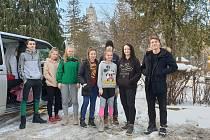 Mladí taekwondisté klubu SK Taekwondo Lacek se na zpáteční cestě z tréninkového pobytu v Bukurešti zastavili u hradu hraběte Drákuly.
