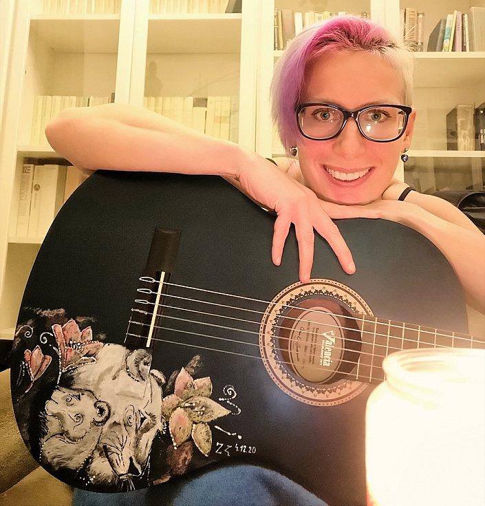 Zuzana Kubáňová ráda hraje a maluje.