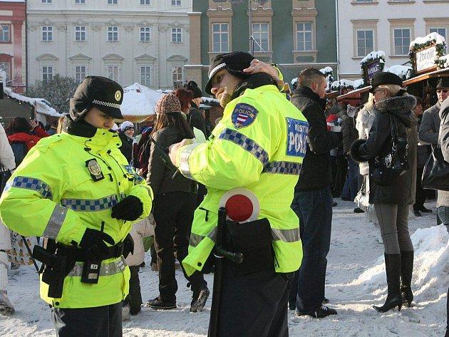 Stejně jako v loňském roce budou na silnicích, v ochodech, na parkovištích  i  vánočních tržištích policisté ve vyšších počtech