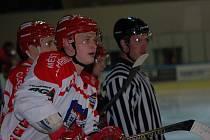 Rovných třicet gólů nastřílel v minulé sezoně Libor Bezděk. I on spojuje svou hokejovou budoucnost s Pelhřimovem.