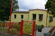 Mateřská škola Paraplíčko v Želivě byla loni zateplena. Došlo i k výměně oken a k opravě fasády.