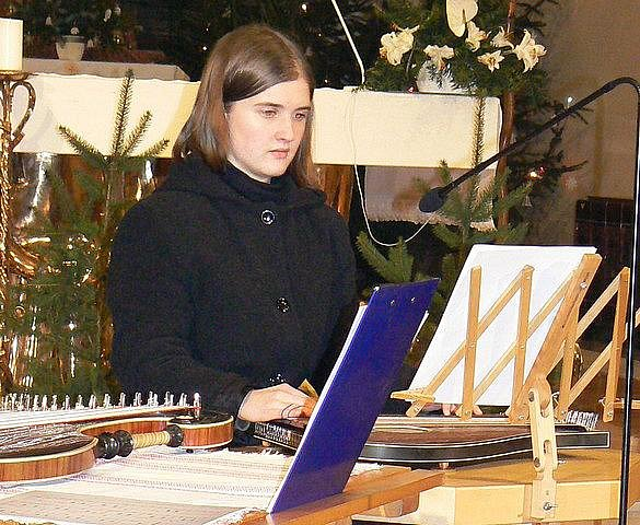 Mladá nadějná citeristka ze Žirovnice Pavlína Cabadajová.