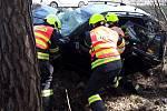 Hasiči museli zaklíněného řidiče zvozu vyprostit za použití hydraulického nářadí.