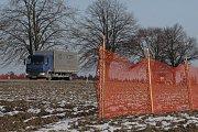 """Ještě v úterý 6. února zůstávaly plastové oranžové zásněžky u Leskovice """"bez práce"""". Také je nejspíš """"zaměstná"""" ohlášené sněžení ze středy na čtvrtek."""