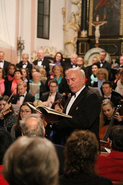 Antonín Blažek patří do pelhřimovského pěveckého sboru Záboj bezmála šest desetiletí.