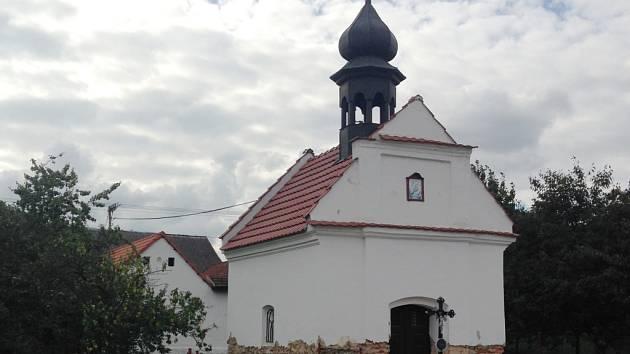 Kaplička ve Vlásenici u Pelhřimova prochází rekonstrukcí.
