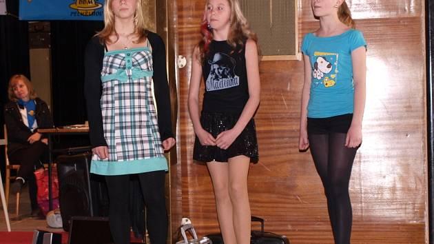 Na snímku je trio ze Základní školy Hálkova v Humpolci Kateřina Hertlová, Šárka Nekolová a Michaela Mikšů.