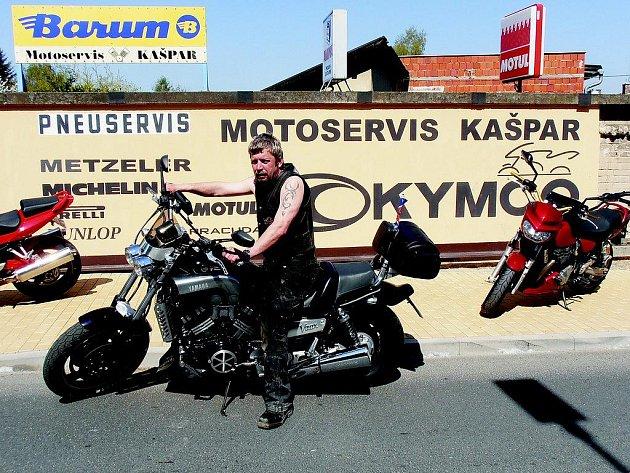 Zdeněk Kašpar (na snímku) je hlavním pořadatelem motosrazu, který v sobotu ovládne Humpolec.