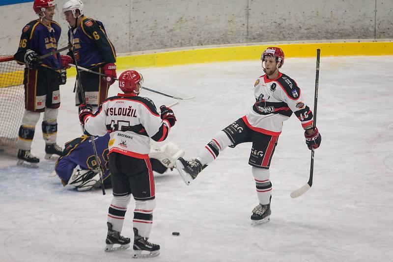 Hokejové utkání mezi HC Lední Medvědi Pelhřimov a TJ Jiskra Humpolec.