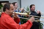 Ještě před startem samotné Cyklojízdy po stopách Gustava Mahlera si přítomní v Kališti poslechli uvítací fanfáry v podání hudebníků z humpolecké základní umělecké školy v čele s jejím ředitelem Josefem Jirků.