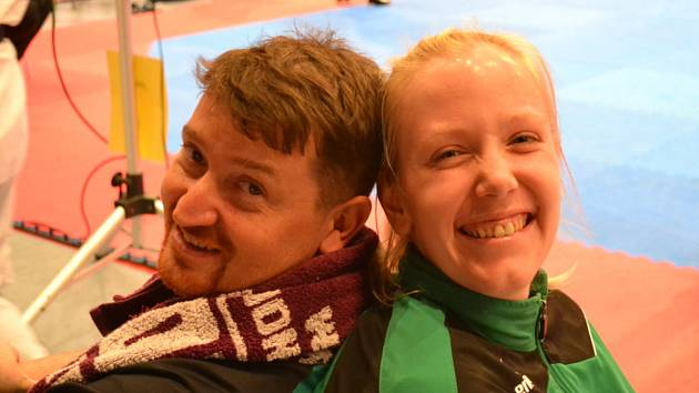 Taekwondistka Iveta Jiránková spolu s klubovým trenérem Petrem Lackem.