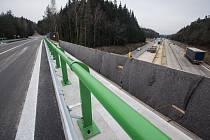 Most přes dálnici D1 mezi Větrným Jeníkovem a Štokami.