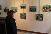 V pelhřimovské Galerii M jsou k vidění plastické obrazy z přírodních materiálů.
