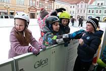 Sezona na mobilním umělém kluzišti začala 10. ledna a skončí 31. ledna.