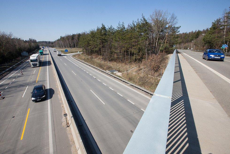 Minimální provoz na dálnici D1 na 168. kilometru, dne 24. března 2020.