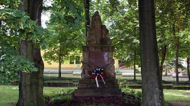 Pomník obětem I. světové války od Emanuela Kodeta v Jiřicích.