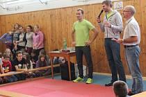 Na pelhřimovskou Základní školu Komenského ve čtvrtek zavítal trojnásobný mistr světa a stříbrný olympionik ve skifu Ondřej Synek.