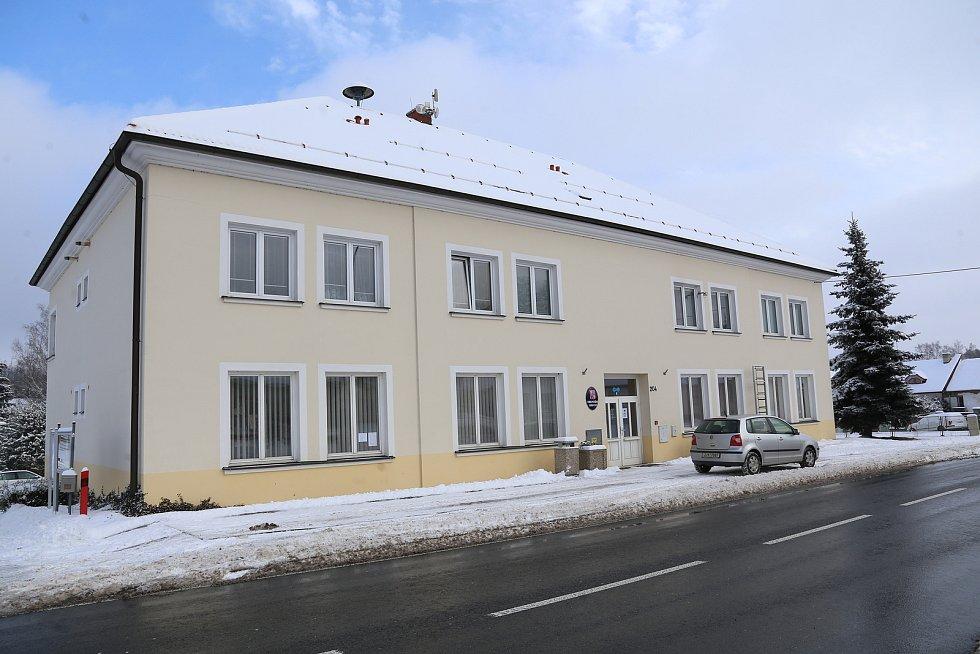 Budova obecního úřadu v Obratani.