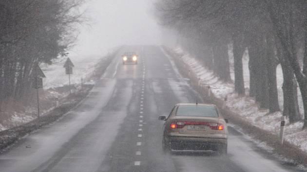 Ilustrační foto. Silnice jsou s opatrností sjízdné