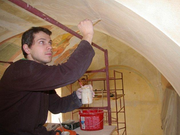 Na Křemešníku i letos obnovují fresky.