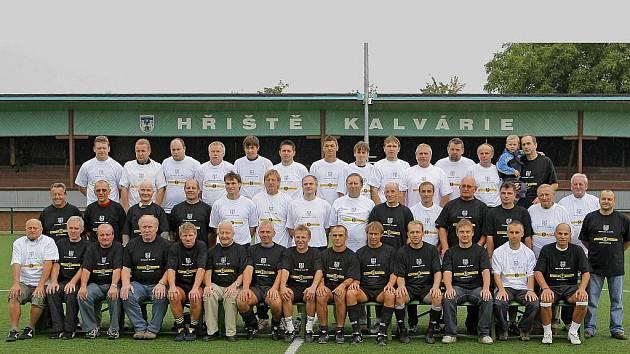 Padesátka bývalých hráčů se na pelhřimovském hřišti Za Kalvárií sešla již loni.
