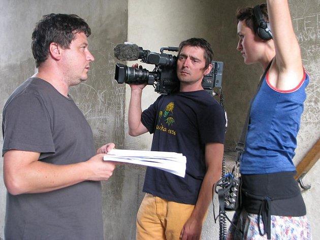 Pelhřimov je od pátku plný filmařů. Natáčeli snímek Největší z Čechů, který nechá výrazně nahlédnout za oponu  Agentury Dobrý den.